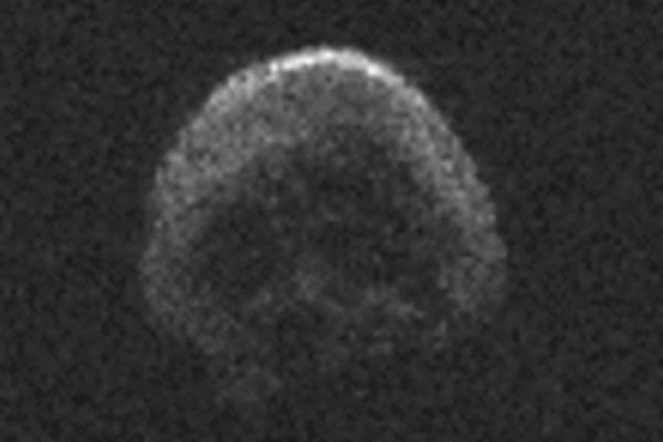 Астрономы предупредили о приближении мертвой кометы-черепа
