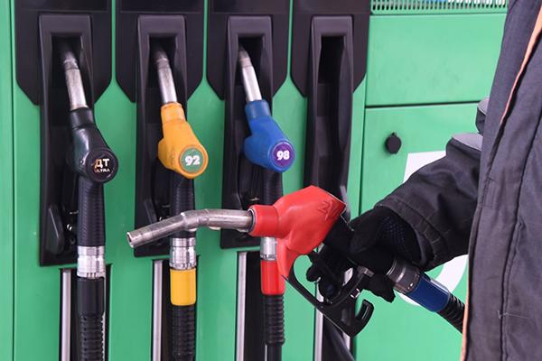 Цены на бензин разрешили повышать