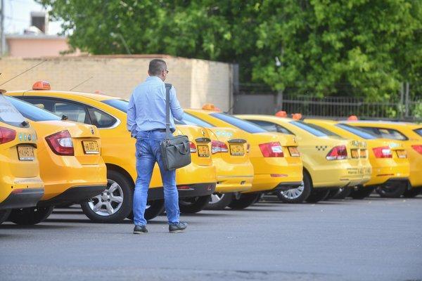 В Госдуме предложили заставить таксистов снимать себя на камеру