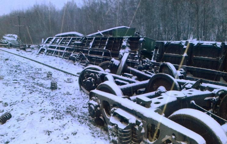 Более 20 грузовых вагонов перевернулись под Омском