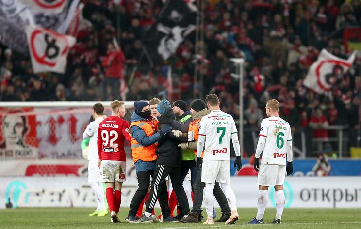 Глушаков поддержал болельщика, выбежавшего на поле в матче 'Спартак' - 'Локомотив'