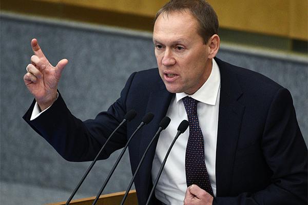 Депутат Луговой пожаловался на учебники и добился изменения регламента Госдумы