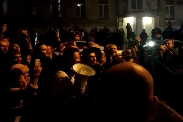 Блогера Давидыча встретили из «Кремлевского централа» концертом