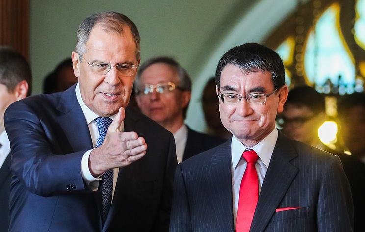 Глава МИД Японии 14 января обсудит с Лавровым в Москве мирный договор