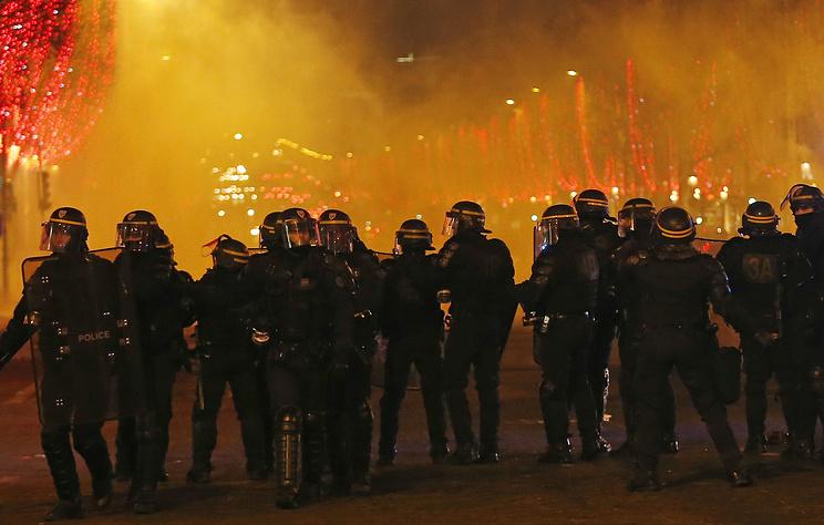Первый в 2019 году протест 'желтых жилетов' привел к новым беспорядкам во Франции