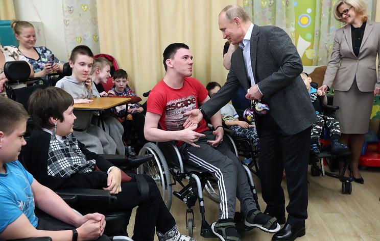 Путин: средства на паллиативную помощь с 2019 года будут выделяться регулярно