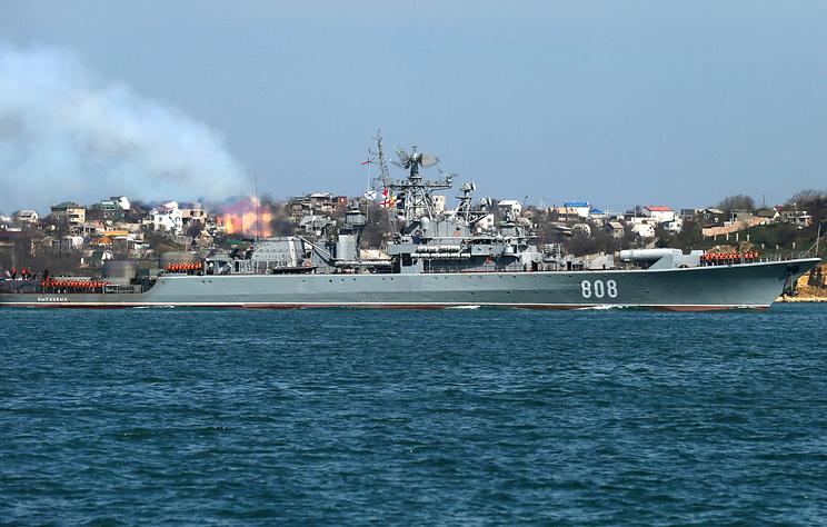 В Минобороны РФ заявили, что контролируют действия десантного корабля США в Черном море