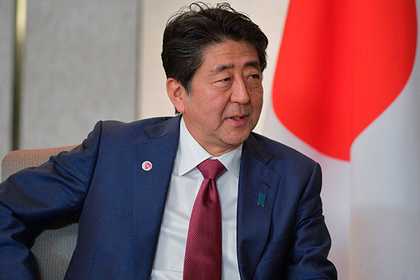 Премьер Японии на могиле отца поклялся договориться с Россией