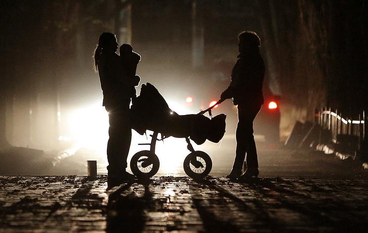 Приемным родителям в России могут запретить переезд без разрешения органов опеки
