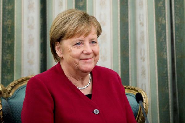 Меркель признала ответственность Германии за нацистов