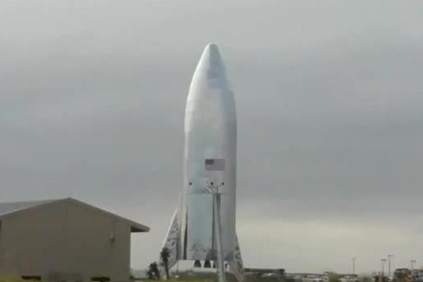 SpaceX показала готовую к пуску ракету Starship