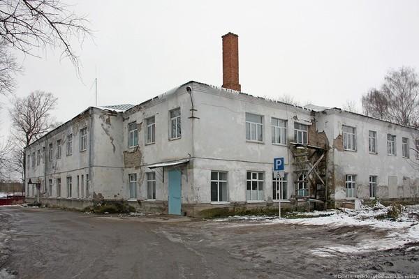Чиновница посоветовала врачам полуразрушенной больницы помыть полы