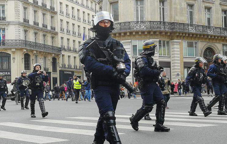 Более 40 человек задержали в Париже в рамках манифестации 'желтых жилетов'