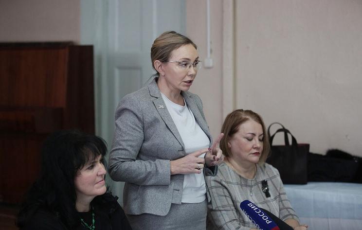 Чиновница, посоветовавшая помыть полы в больнице Струнина, проведет там генеральную уборку