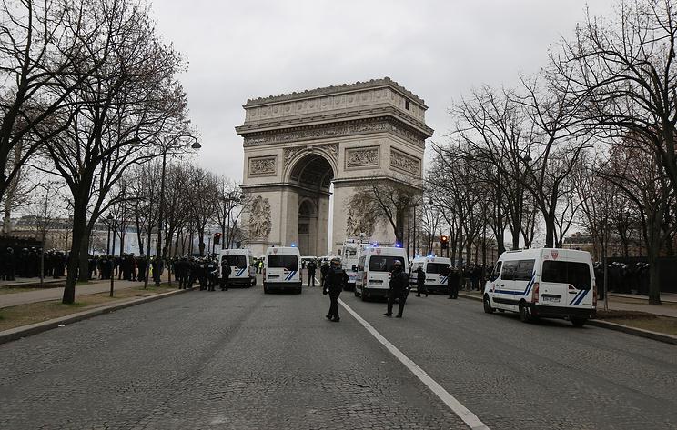 """В дне протеста """"желтых жилетов"""" во Франции приняли участие 84 тыс. человек"""
