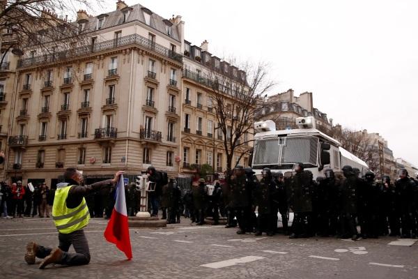 Более 200 человек задержаны в ходе протестов «желтых жилетов»