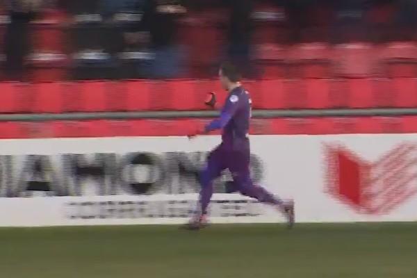 37-летний вратарь забил первый гол в карьере ударом со своей половины поля