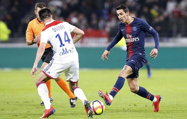 'Лион' нанес ПСЖ первое поражение в нынешнем сезоне чемпионата Франции по футболу