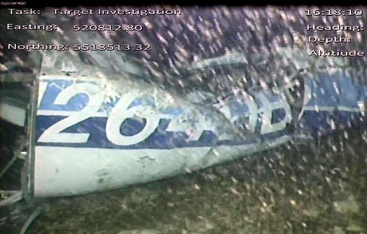 В самолете, которым летел футболист Сала, нашли тело