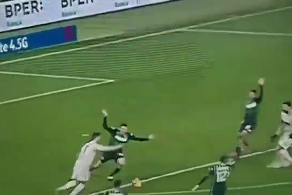 Роналду пробил по мячу и отправил одноклубника в нокдаун