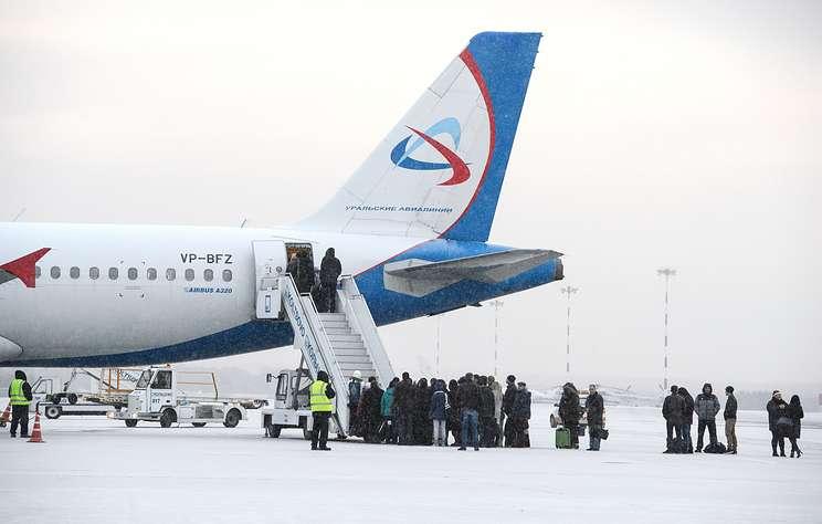 Шесть человек пострадали при падении с трапа в аэропорту Барнаула