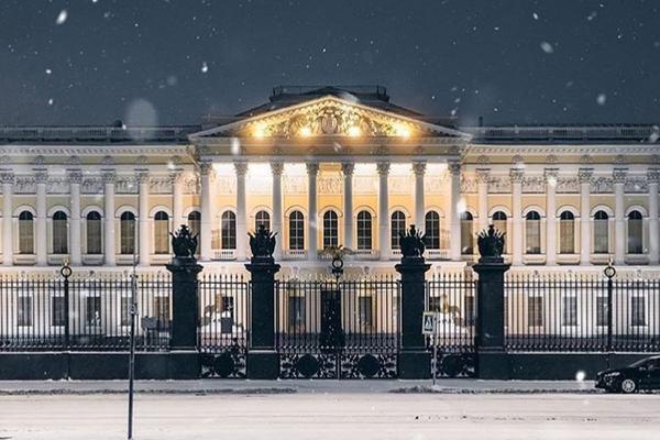Картина и икона намокли из-за протекшей крыши в хранилище Русского музея