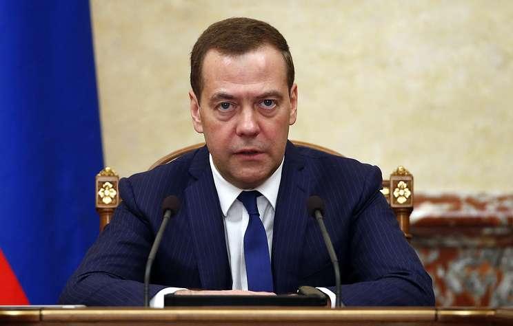 Медведев выступил за сертификаты качества для бутилированной воды