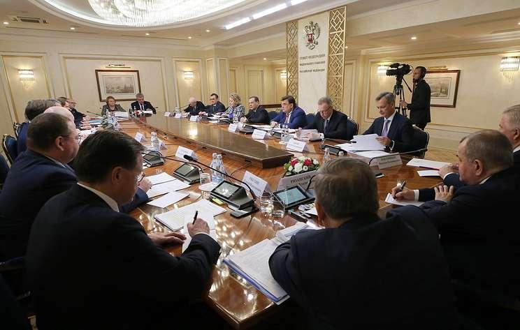 Медведев поддержал идею приравнять электронные сигареты к обычным в вопросах регулирования