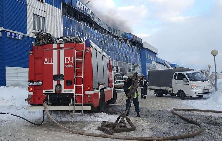 В Уфе произошел крупный пожар в автосервисе