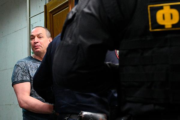 Владеющего 10-миллиардным состоянием чиновника избили 20 силовиков