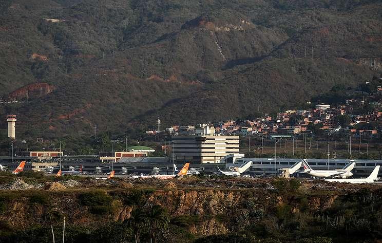 Международный аэропорт Каракаса без света. Город не отпускает
