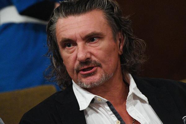 Актер из МХАТ лишился работы из-за стопки коньяка