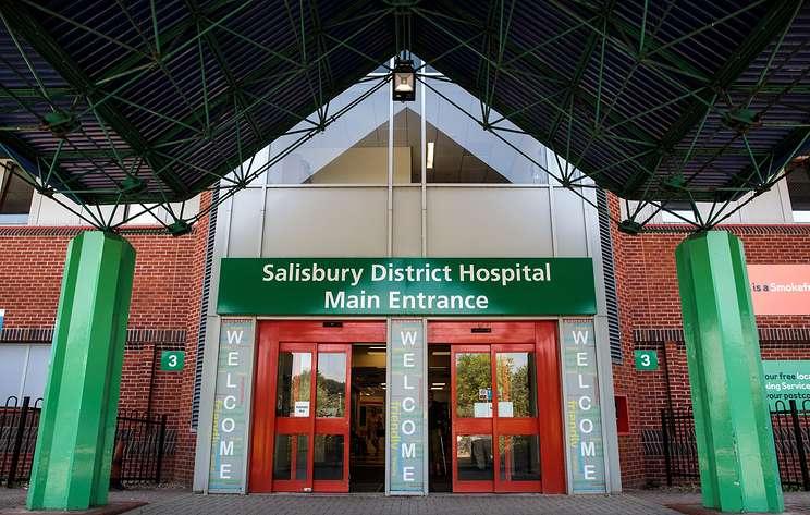 Посольство РФ в Великобритании хочет пообщаться с персоналом больницы Солсбери