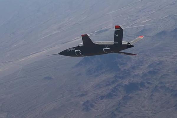 Ведомый напарник F-22 и F-35 впервые взлетел