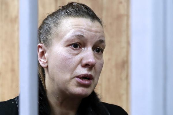 Соседи рассказали о жизни арестованной матери девочки-маугли