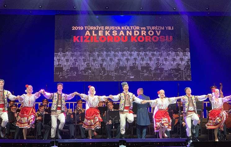Ансамбль имени Александрова с триумфальным успехом выступил в Анкаре