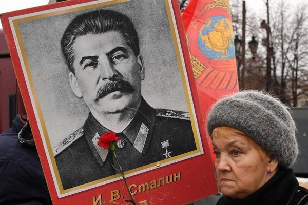Коммунисты из Новосибирска добились установки бюста Сталина