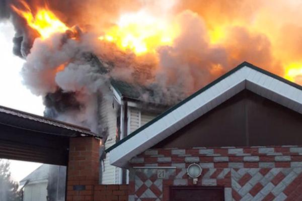 Мать-одиночка с ребенком погибли в пожаре из-за обледенелых дорог