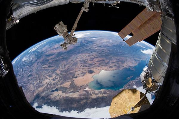 «Роскосмос» захотел использовать МКС для военных экспериментов