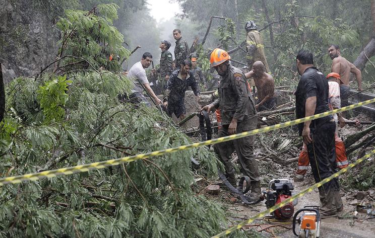 Globo: из-за ливней в Рио-де-Жанейро погибли семь человек