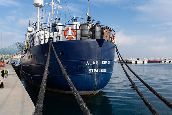 В Европе напряглись из-за судна с голодными мигрантами