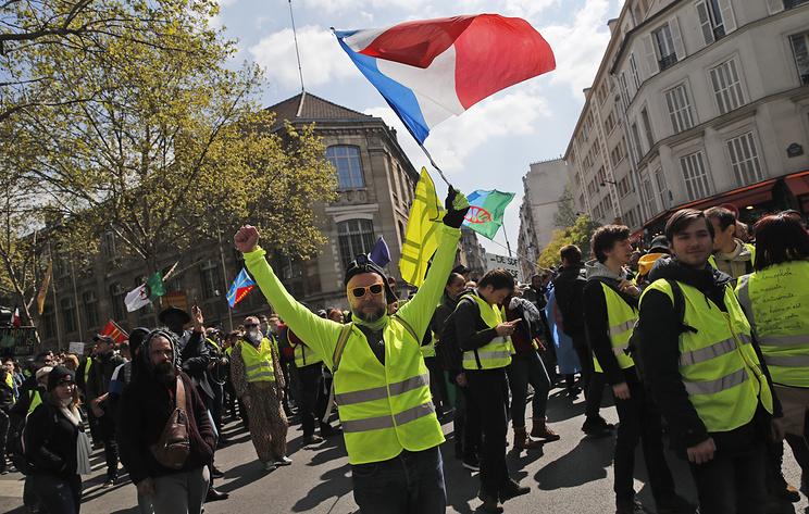 """""""Желтые жилеты"""" усиливают натиск на власть в ожидании итогов больших национальных дебатов"""