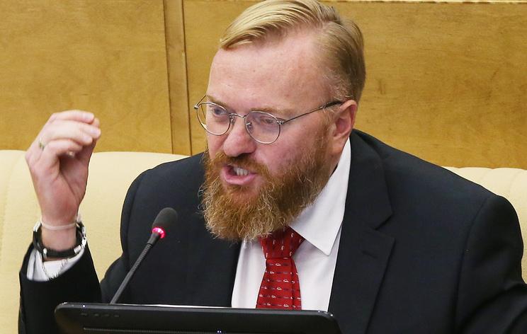 Милонов заявил о нападении на спецстоянке в Петербурге