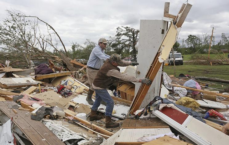AP: число жертв торнадо на юге США возросло до восьми