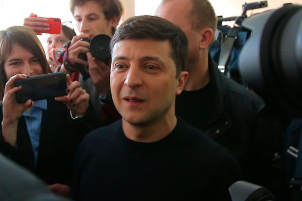 Зеленский обвинил Порошенко в превращении в шоумена