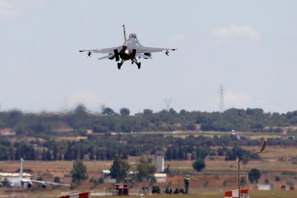 Турецкие самолеты заметили над Сирией