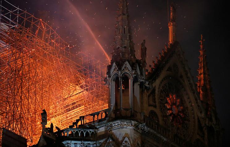 Ватикан шокирован пожаром в соборе Парижской Богоматери
