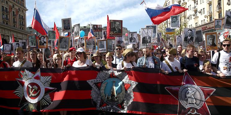 """""""Мы забываем войну"""". Семейные истории французов, приехавших в Москву на """"Бессмертный полк"""""""