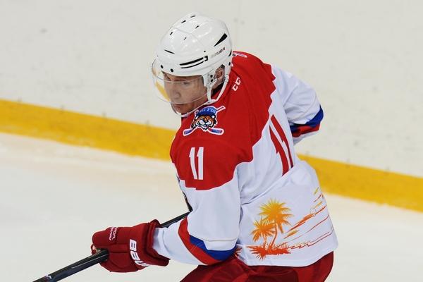 Путин вышел на лед