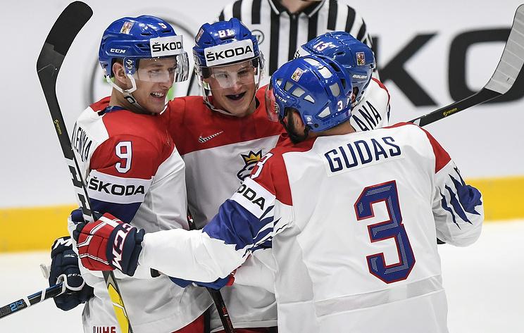 Действующие победители мирового первенства шведы уступили чехам в матче ЧМ по хоккею